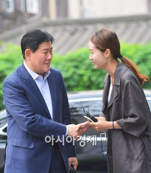 [포토]최경환 후보자 '미소만'