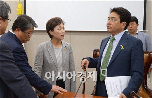 [포토]한 자리에 모인 심재철·김현미·조원진