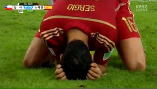 ▲스페인이 칠레에 0대2로 패해 16강 탈락이 확정됐다.(사진:KBS2 중계화면 캡처)
