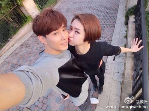 ▲그룹 테이크 출신의 이승현과 중국 배우 치웨이가 열애 중이다. (사진: 치웨이 웨이보)