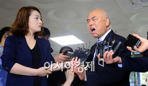 20일 출근길에서 일본고노담화와 언론에 대한 불만을 드러내는 문창극 총리 후보자