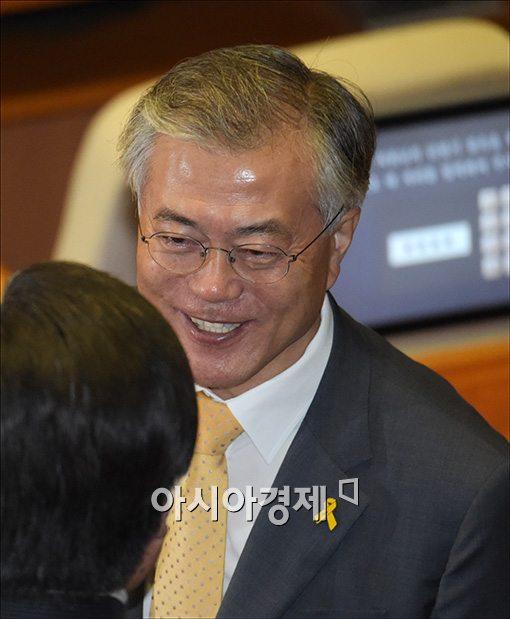 [포토]밝은 모습에 문재인 의원