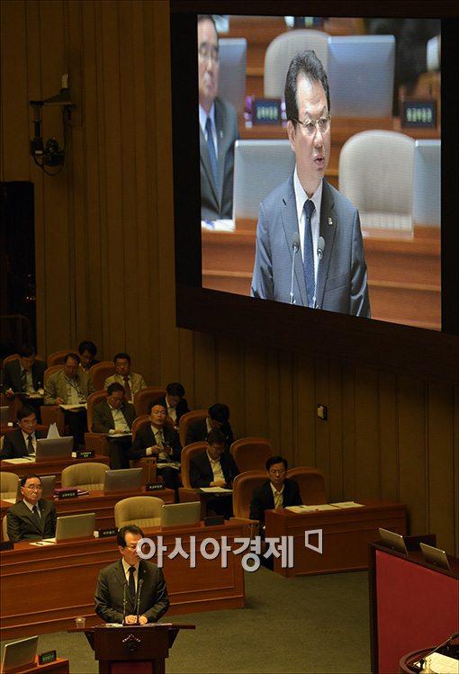 [포토]답변하는 서남수 장관
