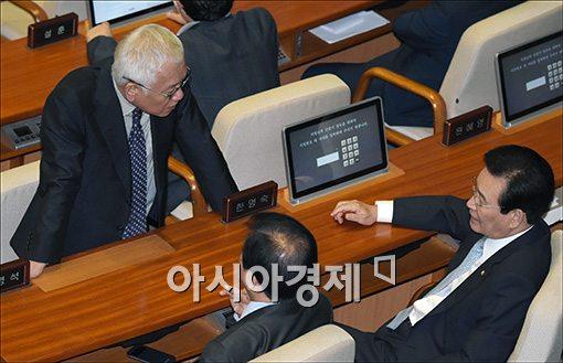 [포토]의견 나누는 김한길 대표
