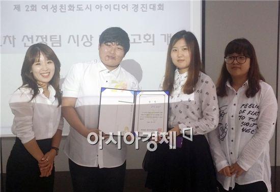 유은경(3년), 이건우, 배영재, 송혜림(이상 2년)<왼쪽부터>
