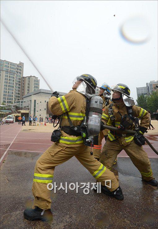 [포토]화재진압 훈련