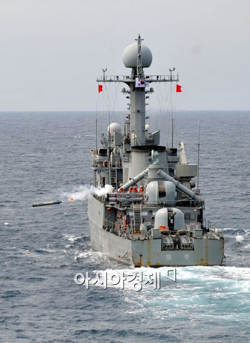 [포토]해군 1함대 해상전투단, 동해상 실사격 훈련 실시