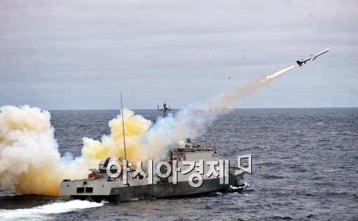 [포토]해군 1함대 해상전투단, 실사격 훈련 실시