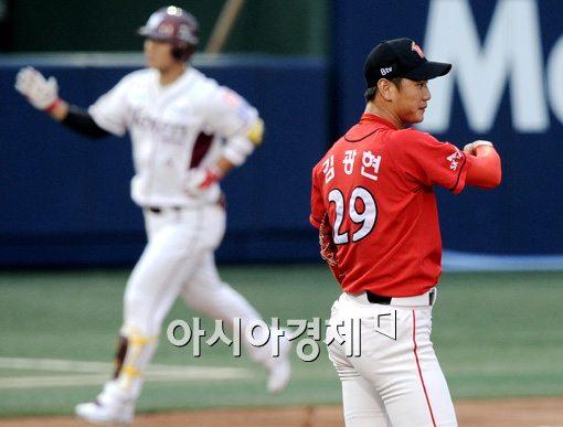 [포토]김광현,'차라리 안 보는 게 낫겠어'