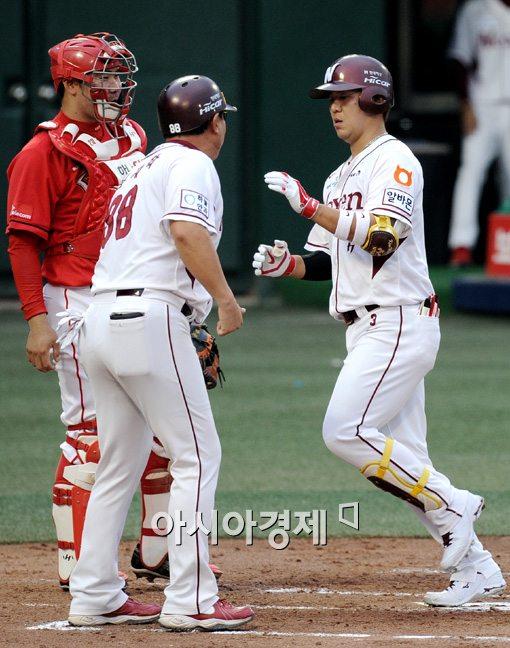 [포토]김민성,'투런포로 앞서갑니다'