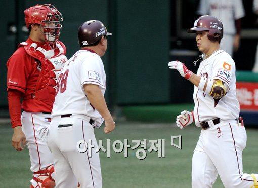 [포토]김민성,'요즘 제 방망이가 핫 합니다'