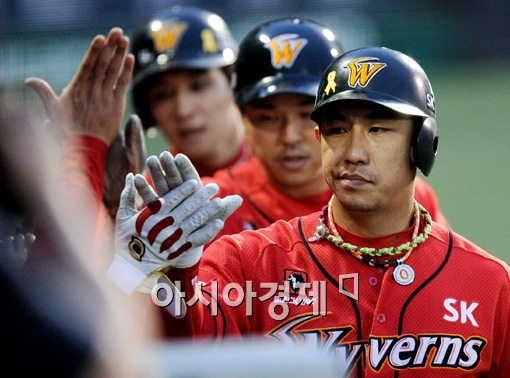 FA 권리 행사를 신청한 김강민(앞)과 나주환[사진=김현민 기자]