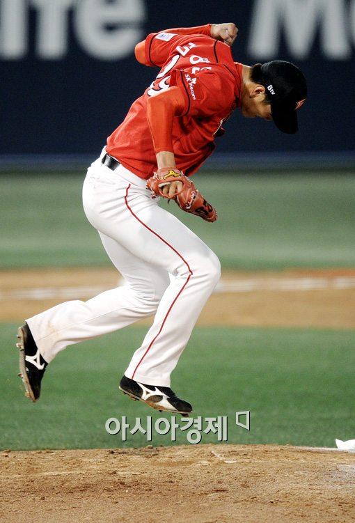 [포토]환호하는 김광현,'지옥과 천당을 한번에~'