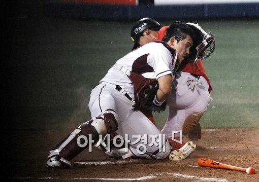[포토]박동원,'승리를 지킨 철벽 블로킹'