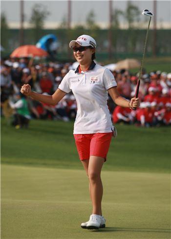 김효주가 한국여자오픈 최종일 우승이 확정되는 순간 환호하고 있다. 사진=KLPGA투어 제공