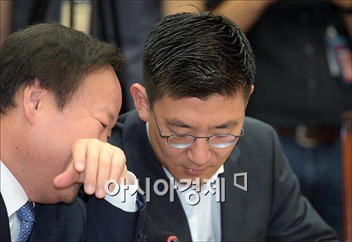 [포토]의견 나누는 김제원·김세연