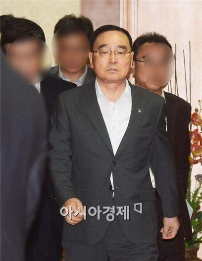 [포토]정홍원 국무총리, 60일만에 유임결정