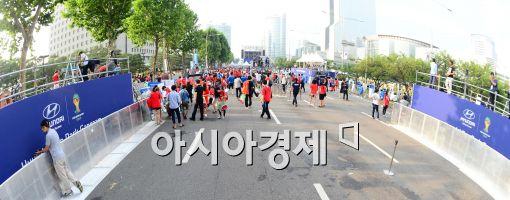 [포토]응원 마친 후 거리 청소, 깨끗한 거리