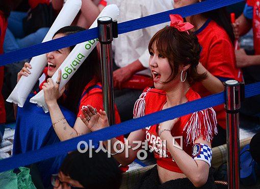 [포토]'월드컵녀' 윤수현, 관중 속에서도 단연 돋보여~