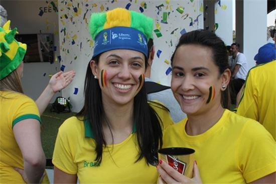 27일 한국-벨기에 경기를 관전하기 위해 상파울루 아레나 코린치앙스를 찾은 브라질 여성 축구팬
