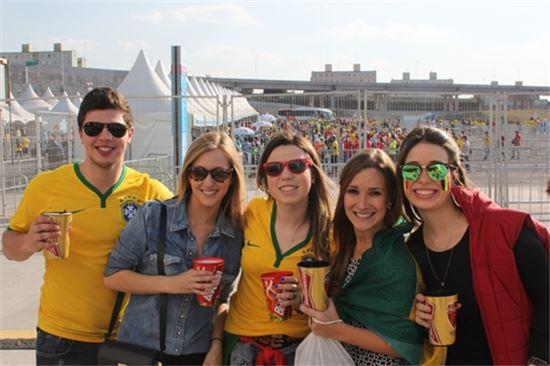 27일 한국-벨기에 경기를 관전하기 위해 상파울루 아레나 코린치앙스를 찾은 브라질 축구팬들