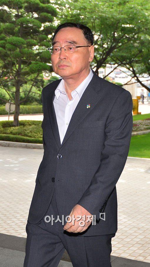 [포토]출근하는 정홍원 국무총리