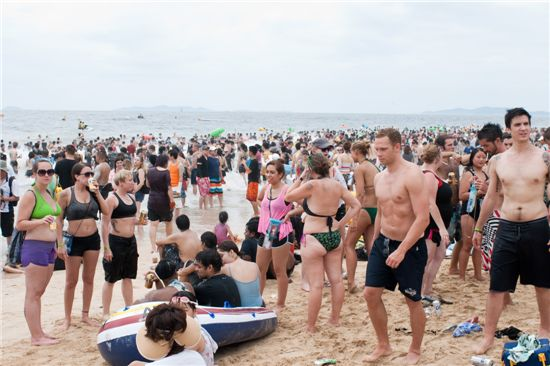 지난해 7월 보령머드축제를 맞아 대천해수욕장에 모여든 외국인들