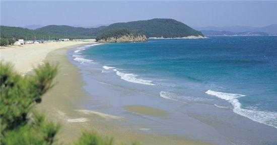 2곳의 해수욕장을 가진 충남 보령시 원산도 해변