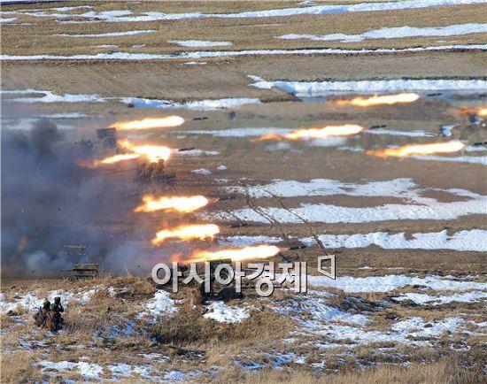북한이 26일 동해 상으로 발사된 3발의 단거리 발사체는 300㎜ 방사포로 사거리 연장을 위한 성능개량 시험발사였던 것으로 알려졌다.