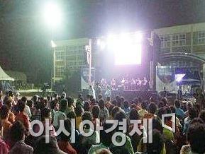 장흥군이 찾아가는 추억의 무대  복고(福G0)클럽 행사를 개최했다.