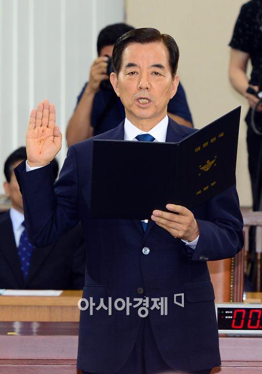 [포토]인사청문회에서 선서하는 한민구 후보자