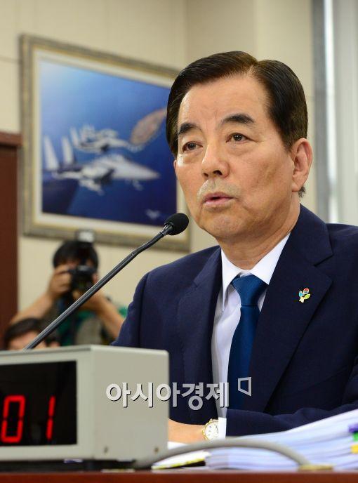 [포토]의원들의 질의에 답하는 한민구 국방부 장관 후보자