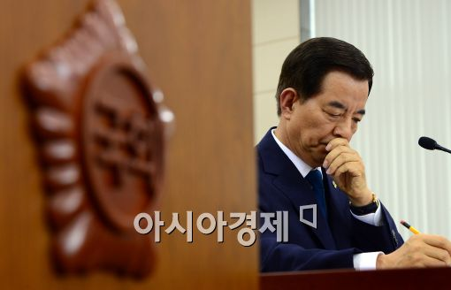 [포토]당황하는 한민구 국방부 장관 후보자