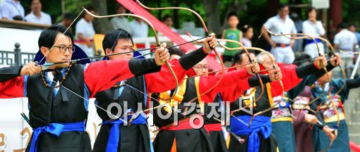 [포토]'전통 활쏘기'