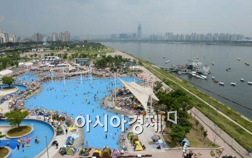 [포토]붐비는 야외수영장