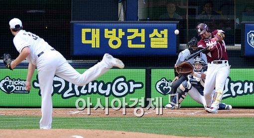 [포토]김민성,'추가 1타점 희생타'