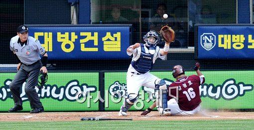[포토]강정호,'공 보다 빨랐어!'