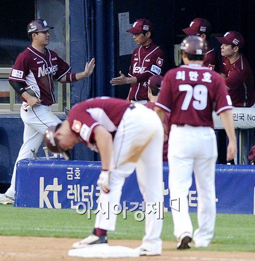 [포토]김민성,'추가득점 올렸어요'