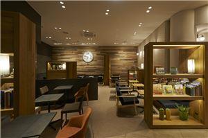 카페베네가 일본 도쿄 아카사카에 첫 로드샵을 열었다.