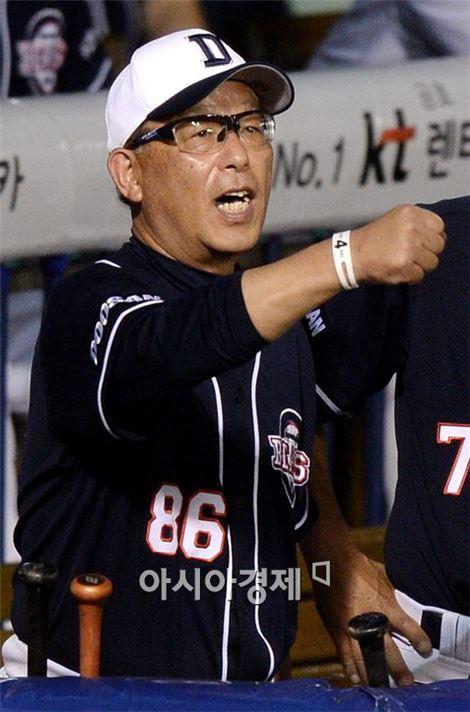 송일수 두산 베어스 감독, 벤치클리어링때 행동 화제