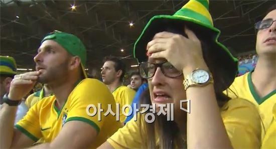독일전 참패에 절망하는 브라질 축구팬들
