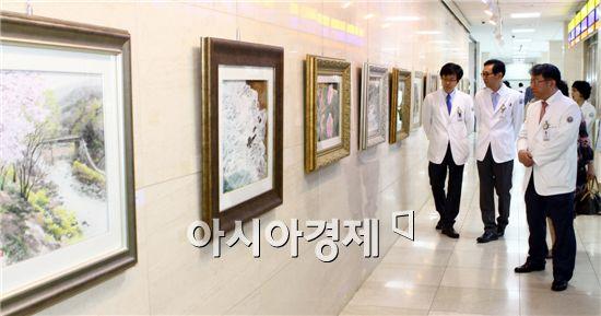 전남대학교병원(병원장 직무대행 김윤하)이 동양화가 곽미녀씨의 작품 전시회를 내달 2일까지 전남대병원 갤러리에서 갖는다.