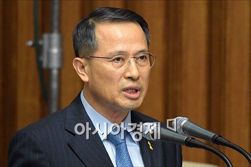 [포토]세월호 관련 보고하는 김규현 안보실 차장
