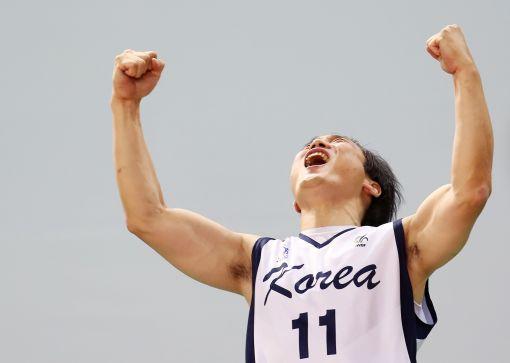 10일인천 삼산월드체육관에서 열린 이란전에서 승리해 8강 진출이 확정되자 한국팀 선수가 포효하고 있다.(사진제공=2014인천세계휠체어농구선수권대회 조직위원회)