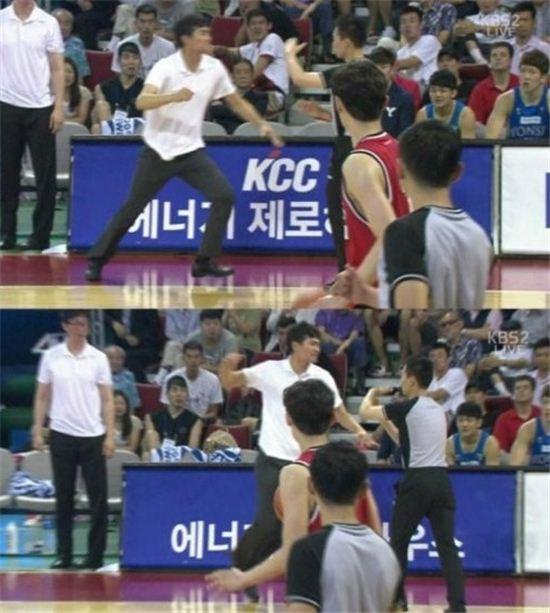 정재근 감독이 심판에 항의하면서 폭력을 사용했다.(사진: KBS2 방송 캡처)