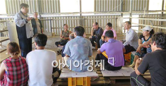함평군(군수 안병호)이 함평농업기술센터에서 함평군 강소농을 대상으로 현장 크로스 컨설팅 교육을 실시했다.