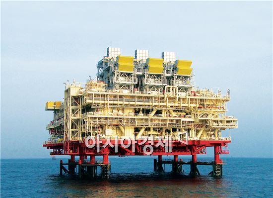 현대중공업이 지난 2006년 UAE 아드마옵코사社로부터 수주한 움샤이프(Umm Shaif) 생산플랫폼