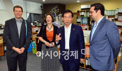 [포토]하버드대학원 프로젝트 연구팀, 박원순 시장 면담