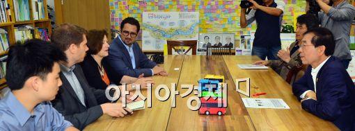 [포토]면담하는 박원순-하버드대학원 프로젝트 연구팀