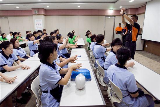 하이원리조트 레저관리실 직원 200여명이 10일 마운틴콘도에서 안전교육을 받고 있다.